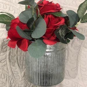 NWT Red roses in farmhouse tin vase